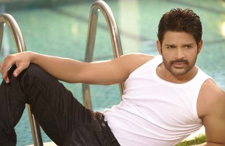 actor shaam arrested for gambling