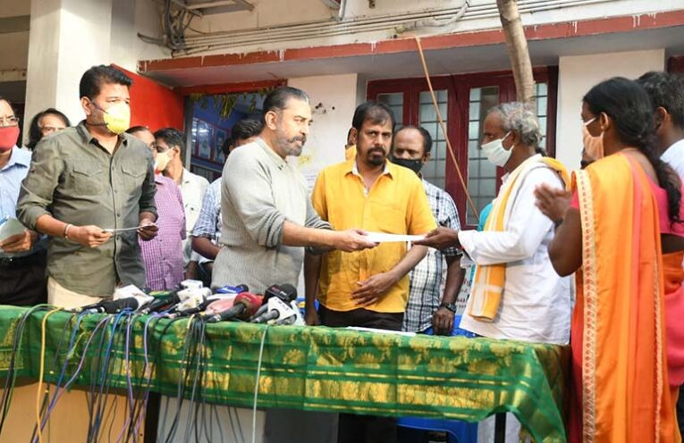 Kamal, Shankar present cheques of Rs 1 crore each to the families of those killed in EVP MIshap