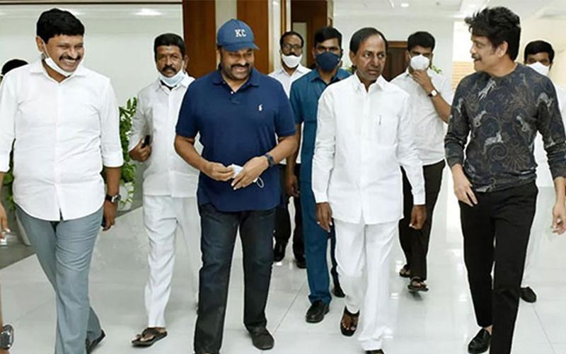 Chiranjeevi meets KCR along with Nagarjuna